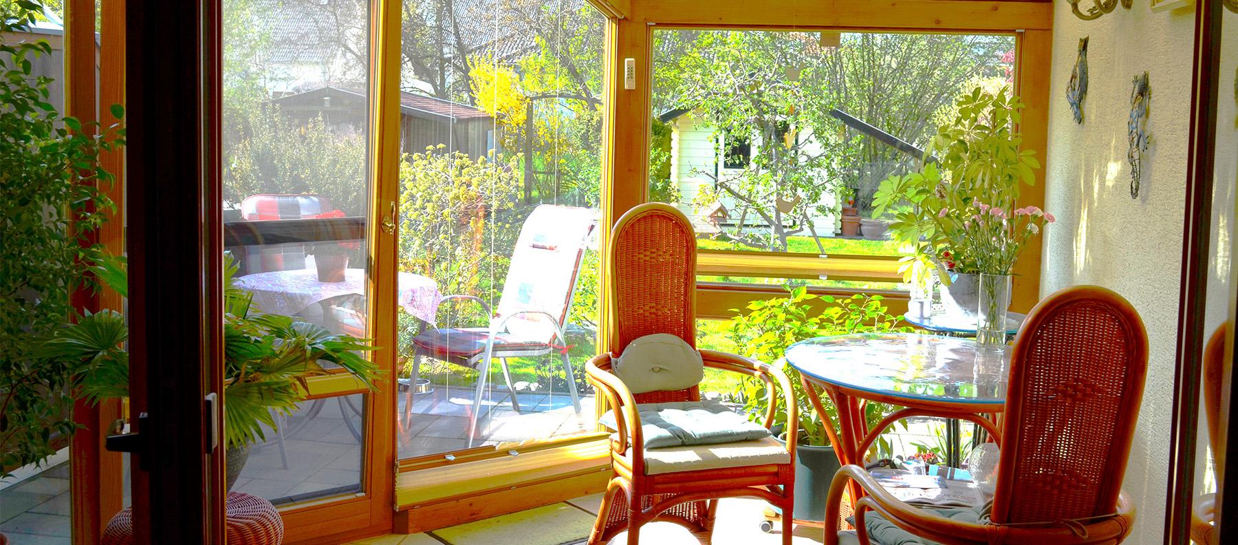 Wintergarten mit Gartenblick